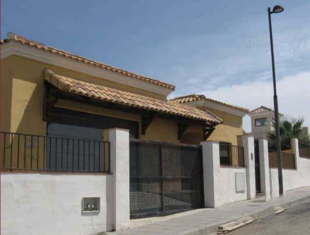 Casa en venta en La Zubia, Granada, Calle Güejar Sierra, 234.400 €, 3 habitaciones, 2 baños, 352 m2