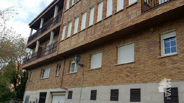 Piso en venta en Manzanares El Real, Madrid, Calle del Rio, 135.000 €, 2 habitaciones, 2 baños, 129 m2