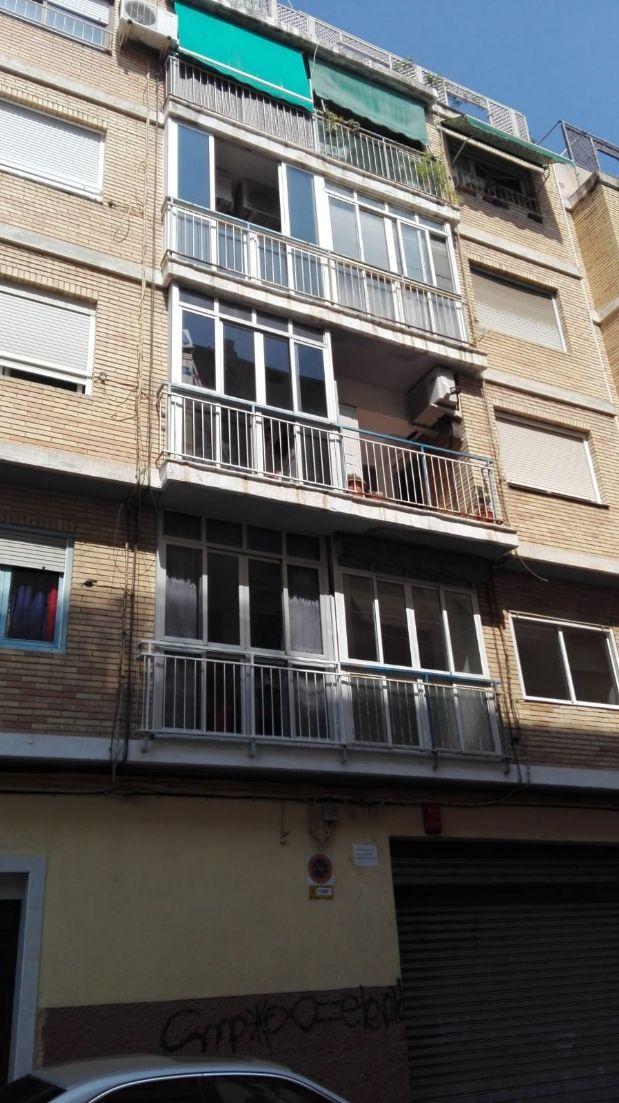 Piso en venta en Carolinas Altas, Alicante/alacant, Alicante, Calle Ricardo Oliver Fo, 72.000 €, 3 habitaciones, 2 baños, 100 m2
