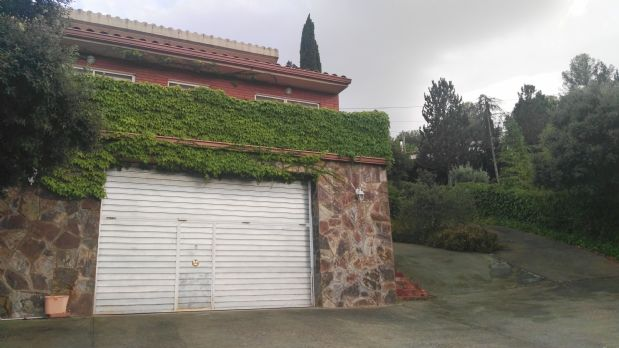 Casa en venta en Terrassa, Barcelona, Calle Puig del Canyet, 282.000 €, 3 habitaciones, 2 baños, 1600 m2