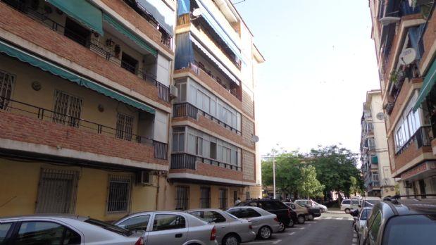 Piso en venta en  (alicante), Alicante, Calle Escenografo Bernardo Carratala, 33.900 €, 3 habitaciones, 1 baño, 85 m2