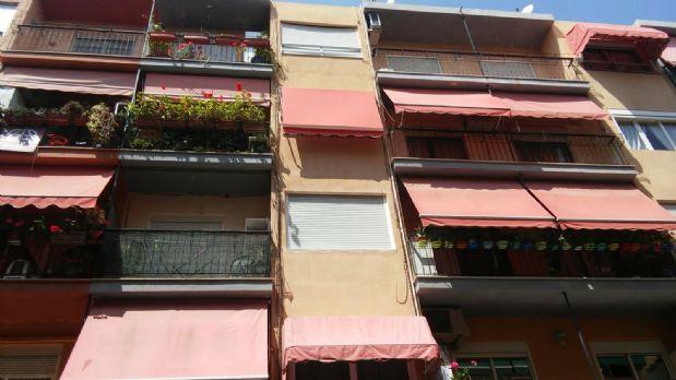 Piso en venta en Carolinas Altas, Alicante/alacant, Alicante, Calle Plus Ultra, 59.000 €, 4 habitaciones, 2 baños, 120 m2