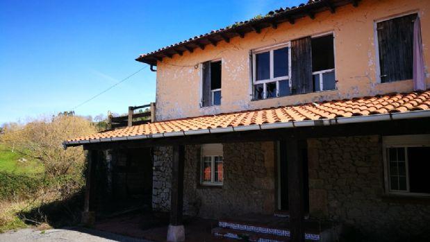 Casa en venta en Puente Viesgo, Cantabria, Barrio Puente Viesgo, 130.000 €, 5 habitaciones, 3 baños, 170 m2