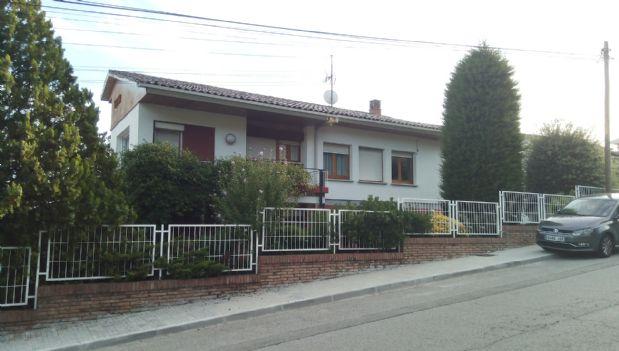Casa en venta en Berga, Barcelona, Calle Pere Costa, 350.000 €, 4 habitaciones, 2 baños, 279 m2