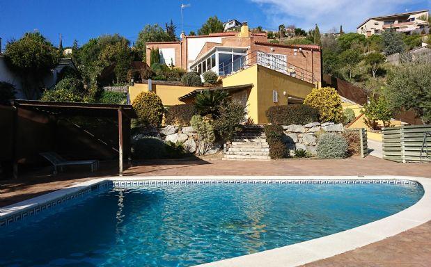 Casa en venta en Alella, españa, Calle Avinguda Mil·lenari, 740.000 €, 4 habitaciones, 3 baños, 340 m2