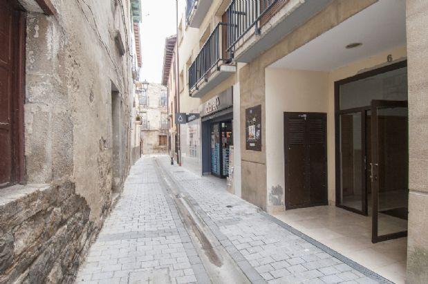 Piso en venta en Aoiz/agoitz, Navarra, Calle Plaza, 75.000 €, 3 habitaciones, 2 baños, 105 m2