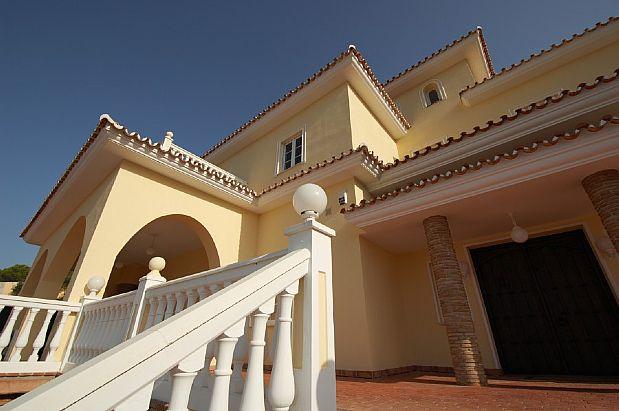 Casa en venta en Casa en Alhaurín El Grande, Málaga, 1.850.000 €, 8 habitaciones, 4 baños, 718 m2, Garaje