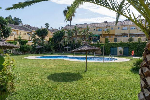 Casa en alquiler en Estepona, Málaga, Calle Sierra Morena, 1.105 €, 3 habitaciones, 3 baños, 99 m2