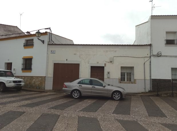 Casa en venta en Fuente de Cantos, Badajoz, Calle Silvela, 64.000 €, 208 m2