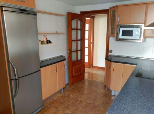 Piso en alquiler en Móstoles, Madrid, Calle Salvador Dalí, 1.100 €, 5 habitaciones, 3 baños, 219 m2