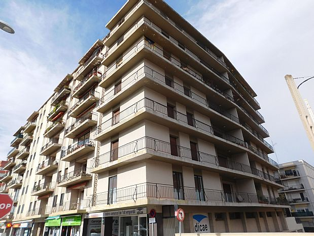 Piso en venta en Figueres, Girona, Avenida Marignane, 130.000 €, 4 habitaciones, 1 baño, 129 m2
