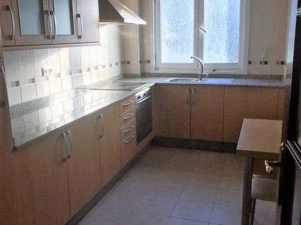 Piso en venta en Narón, A Coruña, Calle Ramón Cabanillas, 89.000 €, 3 habitaciones, 1 baño, 103 m2