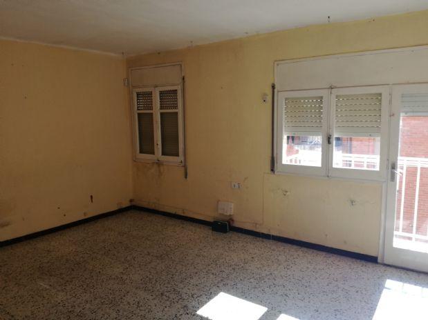 Piso en venta en Terrassa, Barcelona, Calle Nuria, 73.000 €, 3 habitaciones, 76 m2