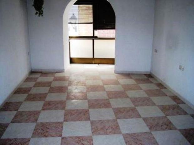 Piso en venta en Aguilar de la Frontera, Córdoba, Calle Lorca, 81.000 €, 3 habitaciones, 1 baño, 119 m2