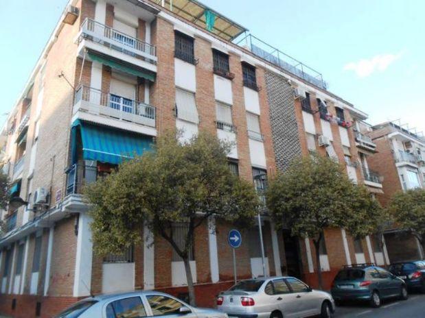 Piso en venta en Córdoba, Córdoba, Calle Juan de Cervantes, 75.000 €, 3 habitaciones, 1 baño, 84 m2