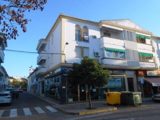 Piso en venta en La Carlota, Córdoba, Avenida Carlos Iii, 80.000 €, 3 habitaciones, 88,8 m2