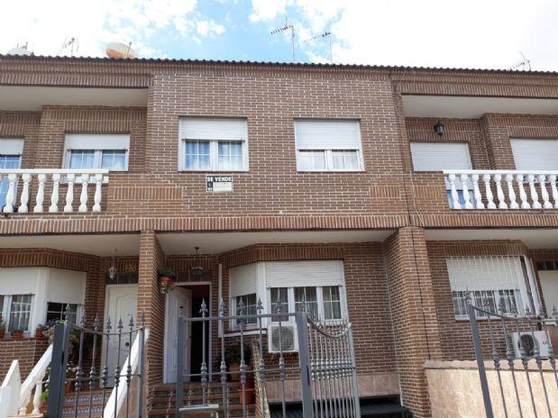 Casa en venta en Tomelloso, Ciudad Real, Calle Zagales, 140.000 €, 3 habitaciones, 2 baños, 270 m2