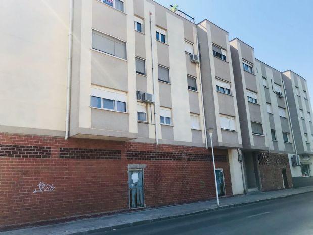 Piso en venta en Tomelloso, Ciudad Real, Calle Socuellamos, 65.000 €, 3 habitaciones, 2 baños, 90 m2