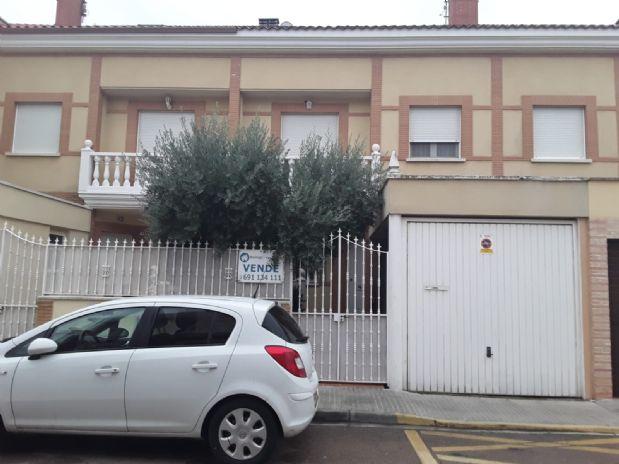 Casa en venta en Miguelturra, Ciudad Real, Calle Juan de la Cierva, 136.000 €, 3 habitaciones, 2 baños, 250 m2