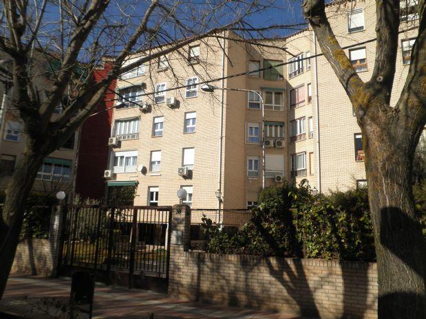Piso en venta en Tomelloso, Ciudad Real, Paseo Ramón Ugena, 79.000 €, 4 habitaciones, 2 baños, 137 m2