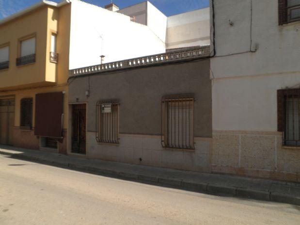 Casa en venta en Tomelloso, Ciudad Real, Calle Triunfo Ave Maria, 150.000 €, 4 habitaciones, 1 baño, 140 m2