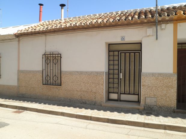 Casa en venta en Tomelloso, Ciudad Real, Calle Triunfo Ave Maria, 30.000 €, 2 habitaciones, 123 m2