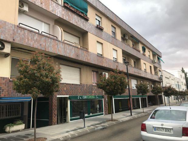 Piso en venta en Tomelloso, Ciudad Real, Avenida Don Antonio Huertas, 66.000 €, 3 habitaciones, 2 baños, 120 m2