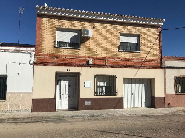 Casa en venta en Tomelloso, Ciudad Real, Calle Pino, 105.000 €, 5 habitaciones, 2 baños, 200 m2