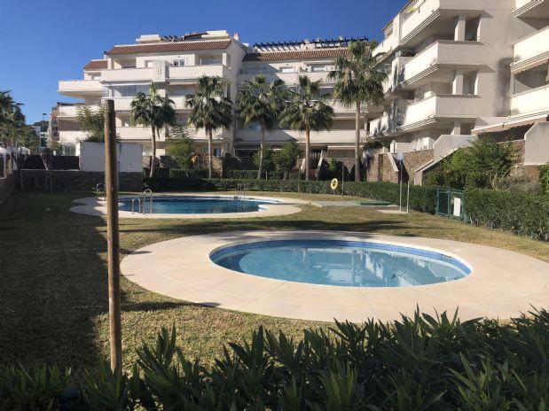 Piso en venta en La Colina, Torremolinos, Málaga, Calle Párroco Florencio Aguilar, 210.000 €, 2 habitaciones, 2 baños, 100 m2