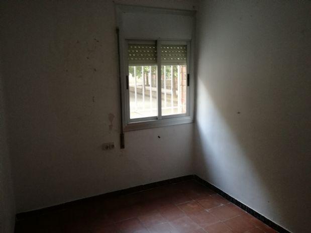 Piso en venta en Terrassa, Barcelona, Calle Sant Crispi, 45.000 €, 4 habitaciones, 1 baño, 75 m2