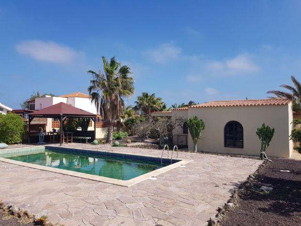 Casa en venta en La Oliva, Las Palmas, Calle los Naranjos, 415.000 €, 4 habitaciones, 2 baños, 250 m2