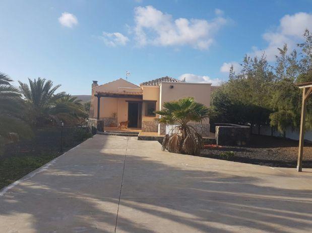 Casa en venta en La Oliva, Las Palmas, Calle Valdivia, 299.250 €, 3 habitaciones, 2 baños, 166 m2