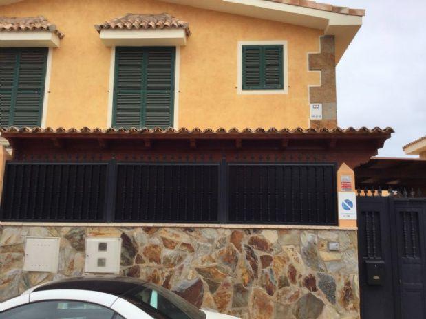 Casa en venta en Puerto del Rosario, Las Palmas, Calle Brisa, 195.000 €, 3 habitaciones, 2 baños, 170 m2