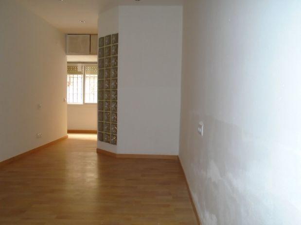 Piso en alquiler en Barcelona, Barcelona, Calle Finestrelles, 630 €, 2 habitaciones, 1 baño, 58,2 m2