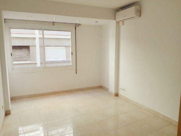 Piso en venta en Poble Sec, Barcelona, Barcelona, Calle Salva, 345.000 €, 3 habitaciones, 1 baño, 67 m2