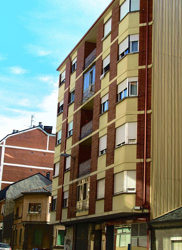 Piso en venta en Ponferrada, León, Calle San Genadio, 54.000 €, 3 habitaciones, 1 baño, 88 m2