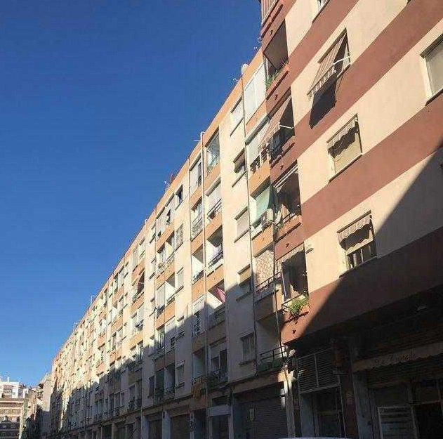 Piso en venta en El Carme, Reus, Tarragona, Calle Benidorm, 56.605 €, 3 habitaciones, 1 baño, 79 m2