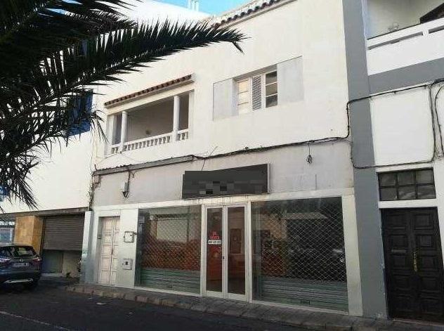 Piso en venta en Esquibien, Arrecife, Las Palmas, Calle Blas Cabrera Topham, 169.000 €, 3 habitaciones, 1 baño, 162 m2
