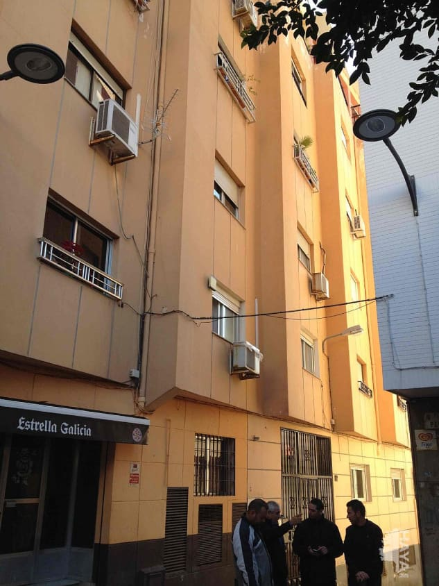 Piso en venta en Almedina, Almería, Almería, Calle Capitan Cassinello, 28.000 €, 3 habitaciones, 1 baño, 72 m2