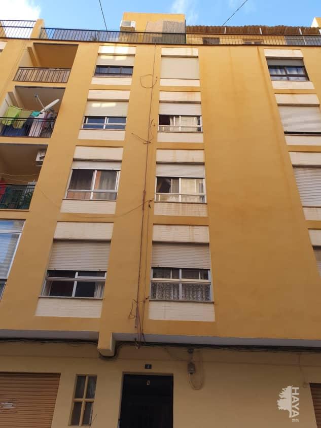 Piso en venta en Castellón de la Plana/castelló de la Plana, Castellón, Calle San Mateo, 56.100 €, 3 habitaciones, 1 baño, 81 m2