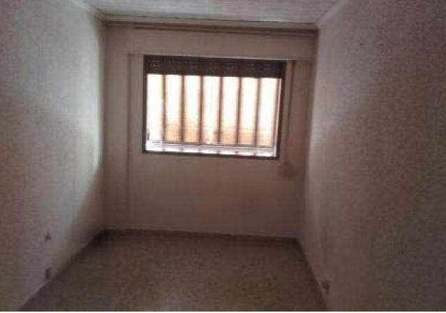 Piso en venta en Piso en Torrent, Valencia, 66.100 €, 3 habitaciones, 1 baño, 103 m2