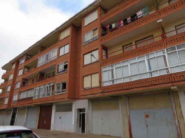 Piso en venta en Villarcayo de Merindad de Castilla la Vieja, Burgos, Calle Doctor Isidoro Ortiz, 25.500 €, 3 habitaciones, 1 baño, 104 m2