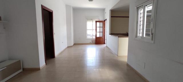 Piso en venta en Piso en Morón de la Frontera, Sevilla, 82.000 €, 3 habitaciones, 1 baño, 101 m2