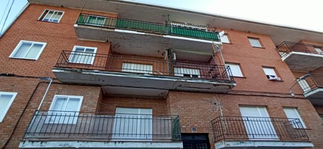 Piso en venta en San Pablo de los Montes, San Pablo de los Montes, Toledo, Calle Rebollar, 39.900 €, 3 habitaciones, 1 baño, 98 m2