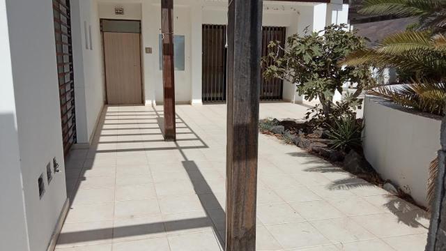 Casa en venta en Yaiza, Las Palmas, Calle Ombu, 380.000 €, 2 habitaciones, 2 baños, 135 m2
