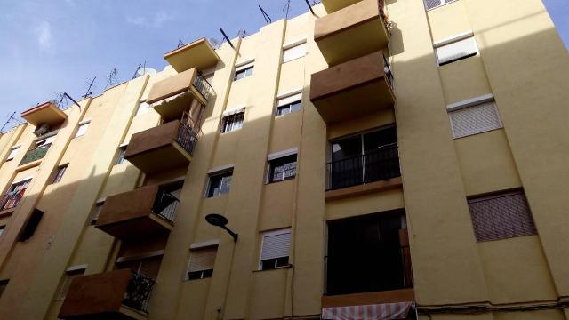 Piso en venta en Mercader, Reus, Tarragona, Calle Pi I Margall, 38.170 €, 4 habitaciones, 1 baño, 76 m2