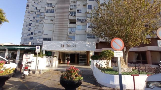 Piso en venta en Torremolinos, Málaga, Plaza la Colina, 132.800 €, 1 habitación, 1 baño, 83 m2
