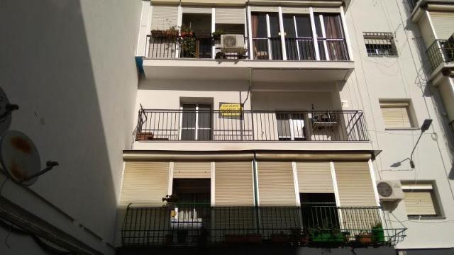 Piso en venta en Coca de la Piñera, Camas, Sevilla, Calle Granada, 68.000 €, 3 habitaciones, 2 baños, 63 m2