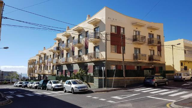 Piso en venta en El Salto, Granadilla de Abona, Santa Cruz de Tenerife, Calle Sauzal, 84.000 €, 2 baños, 73 m2