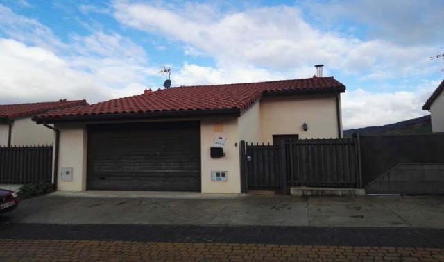 Casa en venta en Biurrun-olcoz, Navarra, Calle la Huertas, 220.100 €, 4 habitaciones, 3 baños, 227 m2